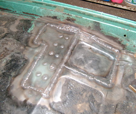 The floor under the driver's seat after replacing the crossmember-end
